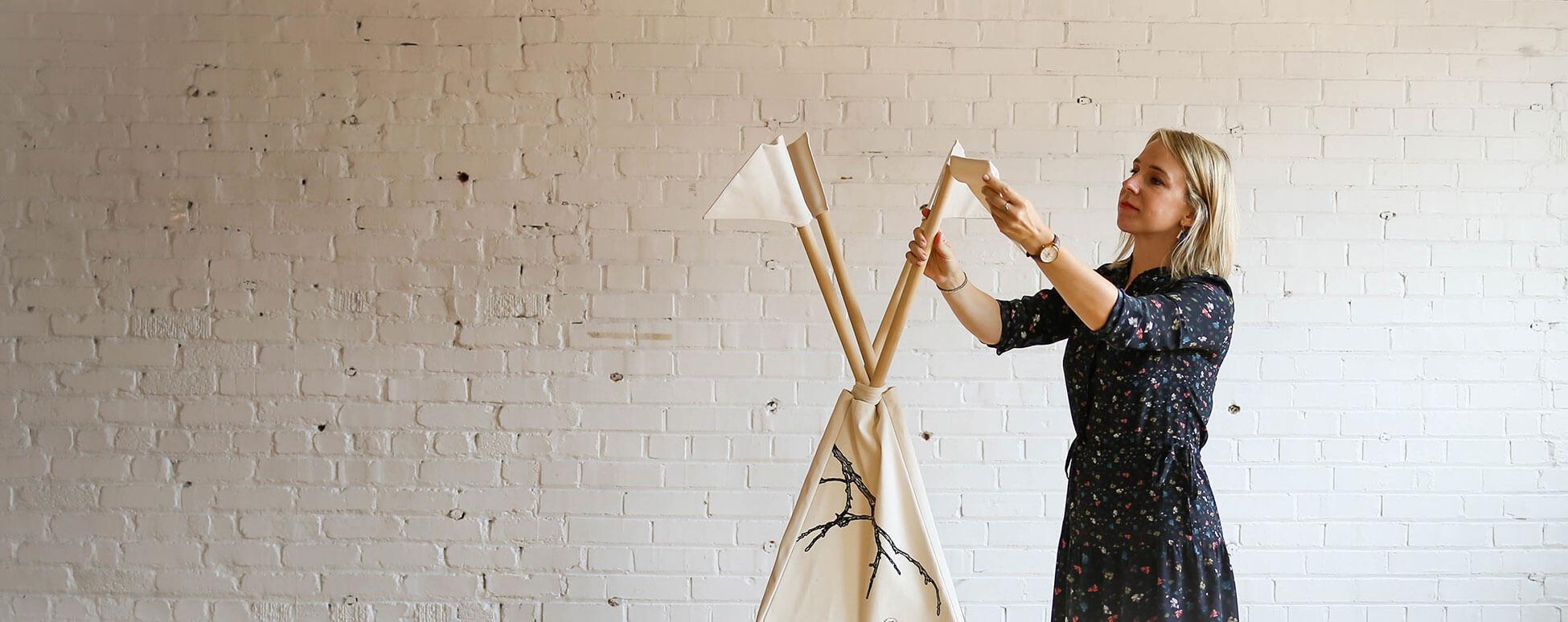 Marie-Pier St-Onge crée un décor pour enfant avec l'entreprise Plume pompon