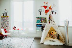 Salle de jeu décorée par Plume pompon créative et lumineuse